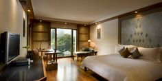 The Sukhothai Bangkok Hotel: Deluxe Studios have a contemporary look in earth tones and views to the pools and gardens.