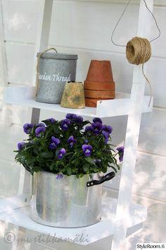 piha,puutarha,kukkia,yksityiskohtia,kattila Backyard Storage Sheds, Shed Storage, Natural Garden, Planter Pots, Terracotta, Home And Garden, Nature, Cottage, Gardening