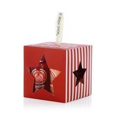 Treat someone to a little bit of sweetness this festive season with The Body Shop's Strawberry Treats Gift Set. This beauty-full cube of mini bath time treats is scented with fruity strawberry. Holiday presents don't get much cuter!  Includes a Mini Strawberry Shower Gel, Mini Strawberry Body Puree, & Taupe Mini Crinkle Bath Lily