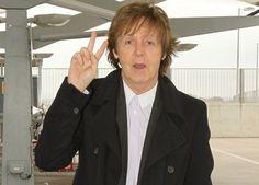 Un 18 de junio nació el cantautor británico Paul McCartney. Más efemérides www.escoolradio.mex.tl
