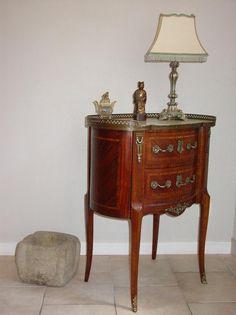 Commode règne Louis XV en bois de violette et de rose, dessus de ...