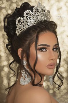 Pin by Tamara on Make up Summer Wedding Hairstyles, Wedding Tiara Hairstyles, Quinceanera Hairstyles, Bride Hairstyles, Updo Hairstyle, Wedding Updo, Bridal Hair And Makeup, Bride Makeup, Wedding Hair And Makeup