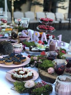 Cause we are in the middle of the woods ! Berry Cake, Woods, Table Settings, Middle, Events, Table Decorations, Home Decor, Decoration Home, Room Decor