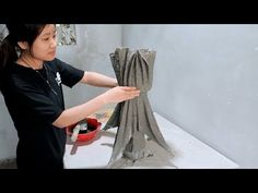 Amazing Ideas With Cement - Ideas Make Unique Flower Pot From Wife's Scarf Amazing Ideas With Cement Diy Cement Planters, Cement Flower Pots, Concrete Crafts, Concrete Projects, Concrete Garden, Concrete Pots, Cement Work, Flower Pot Design, Papercrete