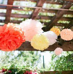 Los pompones quedan ideales en un evento al aire libre