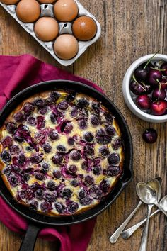With its sweet cherry clusters, puffy golden top and custard-like texture, the cherry Clafoutis is one of the most classic French desserts of all time. Cherry Desserts, Köstliche Desserts, Delicious Desserts, Yummy Food, Sweet Cherry Recipes, Plated Desserts, Healthy Food, French Deserts, Classic French Desserts