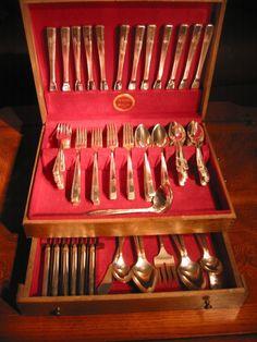 Oneida Grenoble Silverplate Dinner Set