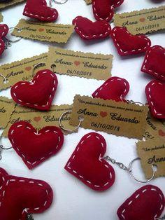 Diy Keyring, Felt Keychain, Felt Crafts Diy, Cute Crafts, Valentines Flowers, Valentine Day Crafts, Tartan Christmas, Christmas Diy, Recycled Art Projects