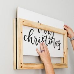 Easily change a wood sign on your wall with this DIY easy change frame. Quickly change out your home decor sign each season. Easily change a wood sign on your wall with this DIY easy change frame. Quickly change out your home decor sign each season. Awesome Woodworking Ideas, Woodworking For Kids, Woodworking Workbench, Woodworking Workshop, Woodworking Crafts, Woodworking Furniture, Woodworking Classes, Popular Woodworking, Woodworking Projects