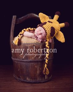 The day I have kids. they're gonna have to wear a giraffe hat in a pic. Newborn Photography Props, Newborn Photo Props, Newborn Photos, Infant Photography, Baby Mine, My Baby Girl, Baby Pictures, Baby Photos, Cute Kids Pics