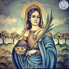 In prossimità delle festività natalizie ecco la realizzazione di 'Santa Lucia'. Veniteci a trovare presso le Ceramiche Parlato: Decoriamo i vostri desideri! http://www.ceramicpositano.com/