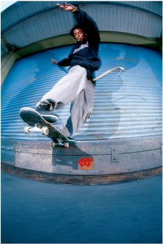 Photographe: Mike Blabac Athlète: Karl Watson  Titre: Switch BS Tail Lieu: San Francisco, CA Date: 1995
