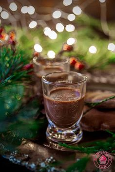 Gingerbread home made liqueur - czekoladowo-piernikowy likier Nutella, Shot Glass, Gingerbread, Latte, Alcoholic Drinks, Homemade, Wine, Tableware, Cakes