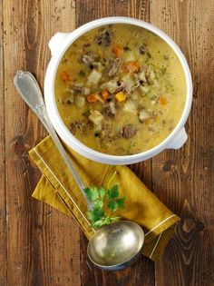 Beef and vegetable soup in egg-lemon sauce - www. No Cook Desserts, Dessert Recipes, Growing Winter Vegetables, Lemon Sauce, Cheeseburger Chowder, Curry, Veggies, Appetizers, Cooking Recipes
