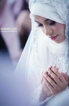 Hijab is my crown, fitness is my lifestyle,enjoy! Muslim Wedding Dresses, Muslim Brides, Muslim Girls, Muslim Couples, Beautiful Muslim Women, Beautiful Hijab, Beautiful Bride, New Hijab, Muslim Hijab
