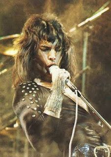 Freddie Mercury: Queen, the early days John Deacon, Queen Freddie Mercury, Brian May, Rock Bands, Rock And Roll, Freedie Mercury, We Will Rock You, Queen Band, Rock Music