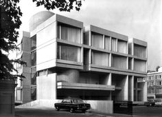 Czechoslovakian embassy in London (today Slovakian part of embassy) *award from the Royal Institute of British Architects for the best building in the United Kingdom created by foreign architects* Modern Architecture Design, London Architecture, Minimalist Architecture, Different Architectural Styles, London Today, Brutalist, Apartment Design, Portal, Around The Worlds