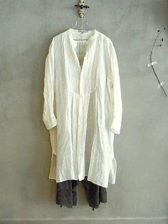 Vlas Blomme... elle ressemble un peu à la chemise de peintre que j'ai de chez Sarah Paccini mais en plus long...