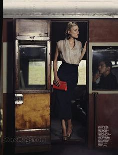 Nice Vintage Train (and fashion) Photo Travel Chic, Travel Style, Strangers When We Meet, Girl Train, Ticket To Ride, Orient Express, Poses, Train Rides, Mode Vintage