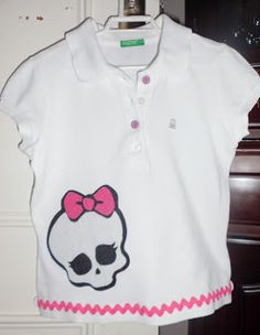 La camiseta de mi niña. Se la he hecho con fieltro y sandunga. Y como no de las Monster Highs, que le encantan.