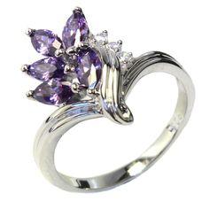 Purple Flower Ring - Beautiful Promise Rings #PromiseRing #FlowerRing #PurpleFlowerRing