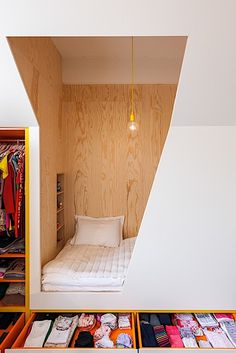 built-in bed-nook with exposed wood. / sfgirlbybaybuilt-in bed-nook with exposed wood.