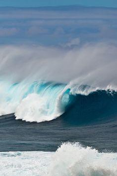Ocean Waves by Nikita Serdechny