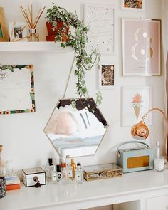 DECO Wohnkultur Ideen Schlafzimmer Schlafzimmer Dekor mit Spiegel Most of us simply don't have time Cute Room Ideas, Cute Room Decor, Room Ideas Bedroom, Bedroom Decor, Design Bedroom, Bedroom Inspo, Bedroom Beach, Mirror Bedroom, Bed Design