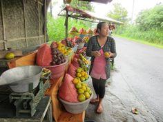 tienvarsihedelmäkoju Balilla