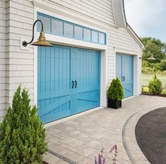 Jazz up your garage door with color! Carriage house garage doors and two-tone pavers make a grand statement. House Of Turquoise, Exterior House Lights, Carriage House Garage Doors, Br House, Mews House, Garage Door Makeover, Garage Door Design, Garage Door Colors, Painted Garage Doors