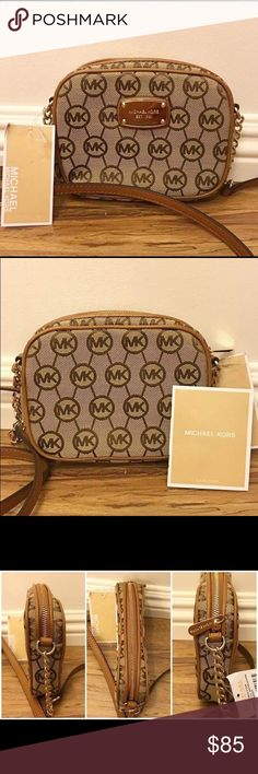 """🆕Michael Kors Crossbody Bag🆕 MICHAEL Kors Crossbody Bag  *100% Real Authentic  *Brand New with Tag  *Gold Toned Hardware  *Interior 4 Credit Card Pocket, 1 open Pocket  *Very Clean and No Damage  *Handle with a Drop of about 23""""  *Measures approximately 6.5"""" L x 5"""" H x 1.5"""" W   *No Trade, Modeling, Dust bag  *Smoke-Free Home  *MSRP of $138.00  *Same Day Shipping, if Order Placed By 10 AM  *Monday to Saturday Michael Kors Bags Crossbody Bags"""