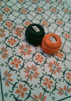 Αναλαφρο σχέδιο που μπορει να κεντηθεί και σε λινάτσα. Cross Stitch Borders, Cross Stitch Alphabet, Cross Stitch Flowers, Cross Stitch Designs, Cross Stitching, Cross Stitch Embroidery, Embroidery Patterns, Cross Stitch Patterns, Crochet Patterns