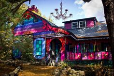 Noticias ao Minuto - Artista transforma casebre em panóplia de cores