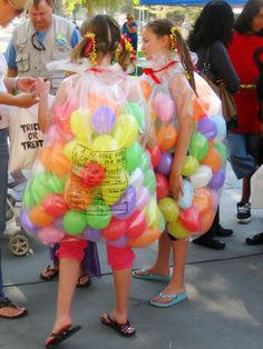 super easy and cheap costume - bag o' jelly bellies. clear plastic sack + ribbon + balloons :)