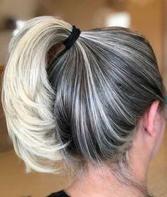 Efeito lindo que mantém a raiz mais harmoniosa à medida que vai crescendo! Nós amamos! #beautiful #centrodebeleza #beleza #cabelos #hair #hairstyle #cabeleireiro #estilo #blond #blondhair #mechas #luzes #loiras #beauty #instabeauty #blondgirl #loirissimas #mariabonitacentrodebeleza Silver Haired Beauties, Grey Hair Inspiration, Grey Hair Don't Care, Multicolored Hair, Hairdo Wedding, Ash Blonde Hair, Hairstyles Haircuts, Balayage Hair, Dyed Hair