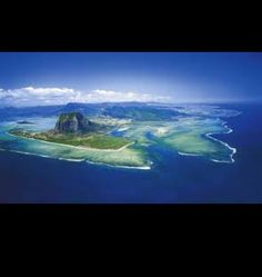 This is the Mauritius Island located in the Indian Ocean.