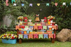 Olha que linda inspiração para Festa Junina. Imagens Talia Nahuz Event Planner and Party. Lindas ideias e muita inspiração. Bjs, Fabíola Teles.        ...
