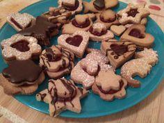 Linecké pečivo z bezlepkových múk a bez živočíšnych produktov Cookies, Desserts, Food, Basket, Crack Crackers, Tailgate Desserts, Deserts, Biscuits, Essen