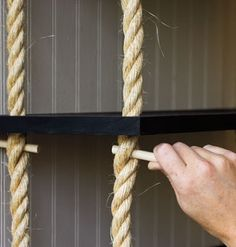 rope shelf how to - WOW ! T his is fantastic and easy ... different widths would be easy all down the same rope and make it deeper by using 2 ropes .