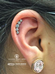 Here is a fresh helix piercing Cody got to do for Sabrina. She chose this five gem cluster from @anatometal. Swarovski CZ's hand set in implant grade titanium. And a perfect fit for her ear! Thanks so much, Sabrina! @vaughnbodyartsMonterey, CA