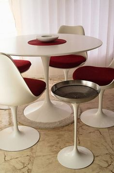 Tulip Table and Chairs Eero Saarinen 1956 We bought this set from a second hand store when we were married in the Design Furniture, Art Furniture, Vintage Furniture, Tulip Chair, Tulip Table, Eero Saarinen, Round Chair, Dining Table Design, Dinning Table