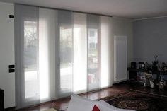 tende per finestre scorrevoli - Cerca con Google Patio Curtains, Curtains With Blinds, Sliding Door Treatment, Blinds For French Doors, Shades Blinds, Patio Doors, Living Spaces, Sweet Home, Interior Design