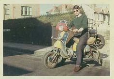 Skinhead Fashion, Mod Girl, Lambretta Scooter, Old Motorcycles, 60s Mod, Weird And Wonderful, Motorbikes, Honda, Mopeds