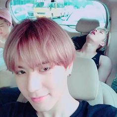Jackson hyung is just a tad bit tired in the back XD