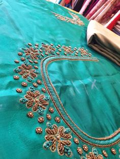 Hand Work Blouse Design, Kids Blouse Designs, Saree Kuchu Designs, Hand Work Design, Simple Blouse Designs, Bridal Blouse Designs, Hand Designs, Aari Work Blouse, Blouse Designs Silk