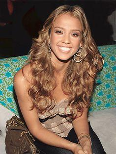 Jessica Alba - Wavy Hair Style (via Living.MSN.com)