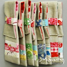 Zakka style pencil case by tobit_e Small Sewing Projects, Projects For Kids, Sewing Hacks, Sewing Crafts, Sewing Ideas, Diy Clutch, Operation Christmas Child, Fabric Scraps, Scrap Fabric