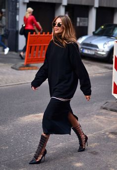 Outstanding Fall Fresh Look. Lovely Colors and Shape. 59 Brilliant Casual Style Outfits That Look Fantastic – Outstanding Fall Fresh Look. Lovely Colors and Shape. Outfit Look, All Black Outfit, Black Outfits, Looks Street Style, Looks Style, Fashion Mode, Womens Fashion, Fashion Trends, Street Fashion