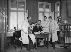 "German Scientists at ""Neurologische Zentralstation"" (Neurological Center), c.1906 (see the brain specimens?). From left to right: Korbinian Brodmann, Cécile Vogt, Oskar Vogt, Louise Bosse, Max Lewandowski, Max Borchert. Max Planck Institute for Brain Research."