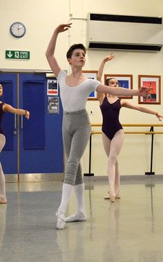 Classroom style Source by Male Ballet Dancers, Ballet Boys, Ballet Studio, Ballet Class, Young Cute Boys, Cute Teenage Boys, Boys Gymnastics, Boyish Girl, Boys Summer Outfits